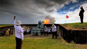 Fort Lytton cannon firing.