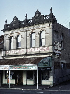 Photo of the outside of Baroona Hall circa 1977