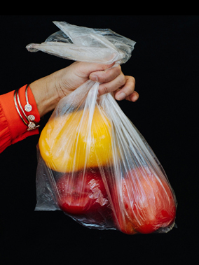 Barrier bags for unpackaged perishable food such as fruit, vegetables, meat and fish)